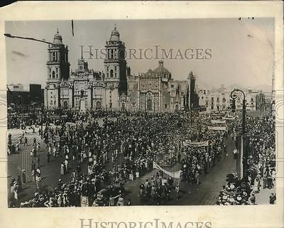 Parade for Lindbergh in Mexico City